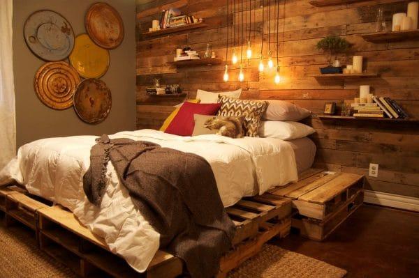 Кровать из поддонов в стиле лофт