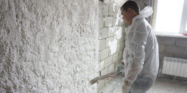 Механизированное нанесение штукатурки на стену