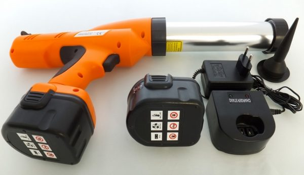 Монтажный пистолет с запасным аккумулятором и зарядным устройством