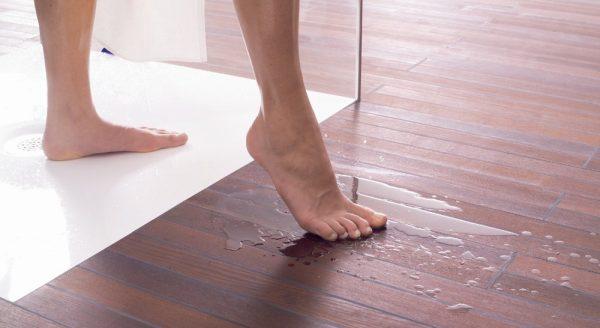 Напольное покрытие в ванной должно быть водостойким