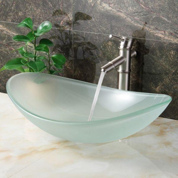 Стеклянная раковина в ванной комнате