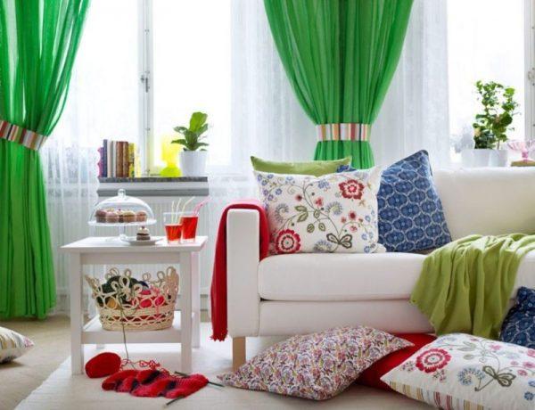 Слишком яркий и разнообразный текстиль в интерьере