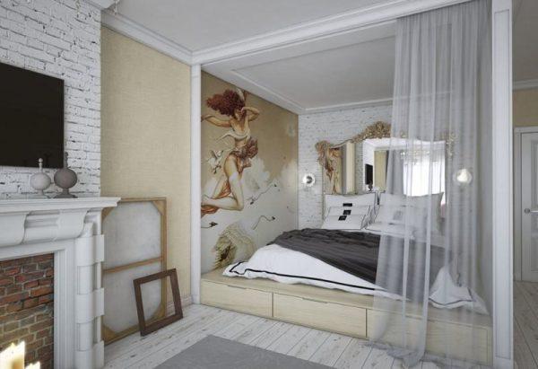 Кровать в нише за шторой