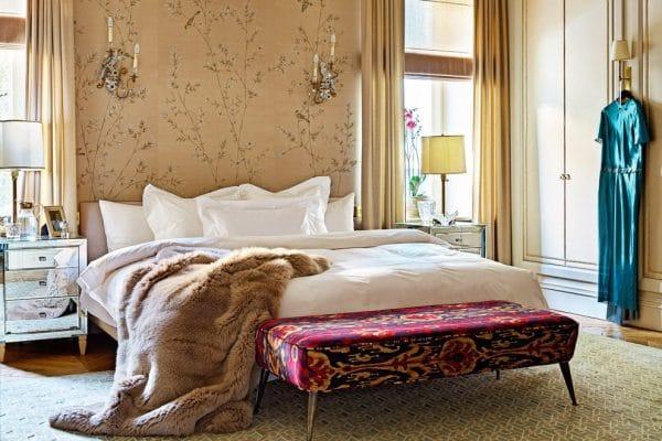Оформление спальной комнаты в квартире на Патриарших