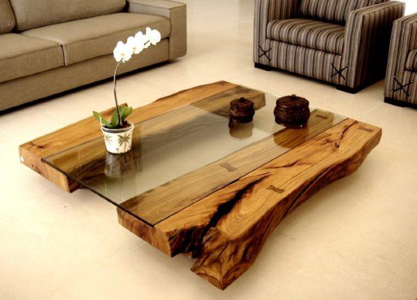 Оригинальный журнальный столик из стволов дерева