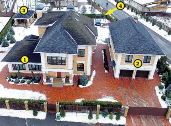 Расположение дома и надворных построек на участке
