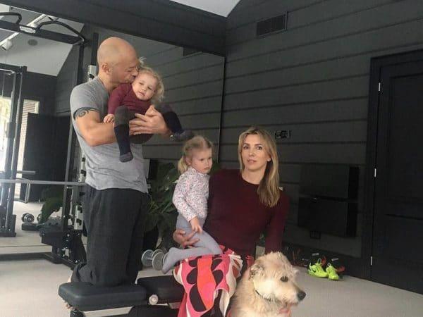 С женой Светланой и детьми
