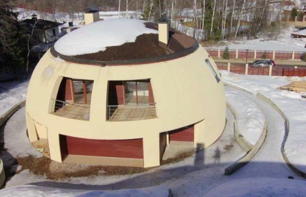 Купольный дом с балконом