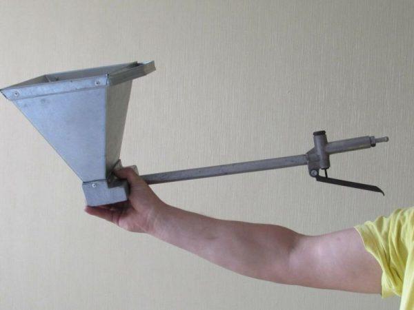Изготовленный ковш для штукатурки своими руками