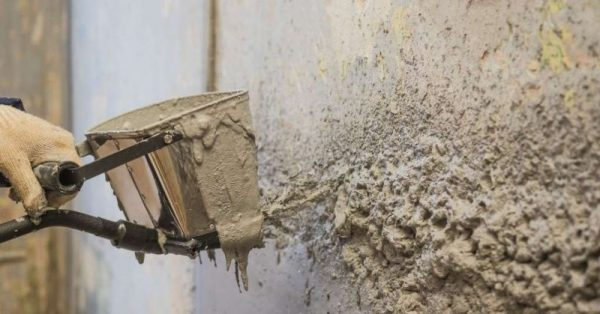 Использование хоппер ковша для штукатурки стен