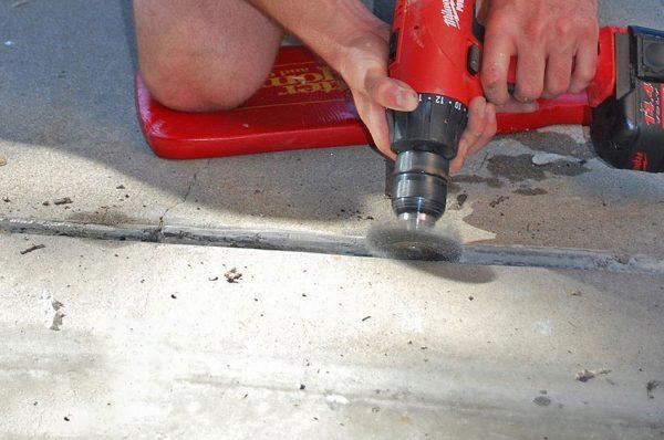 Зачистка швов в бетонной стяжке
