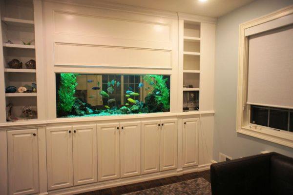 Встроенный в мебель аквариум