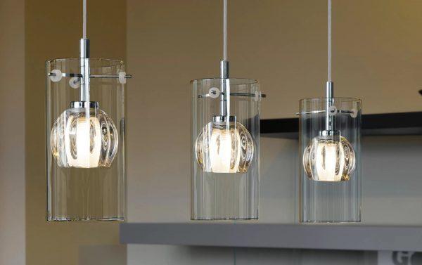 Для освещения квартиры лучше использовать светильники с белыми или прозрачными плафонами