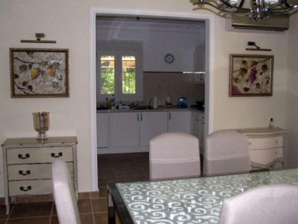 Интерьер кухни в квартире Ветлицкой в Испании
