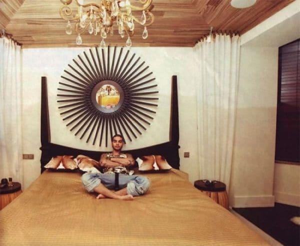Вилла Тимати в Сен-Тропе четырехспальная кровать