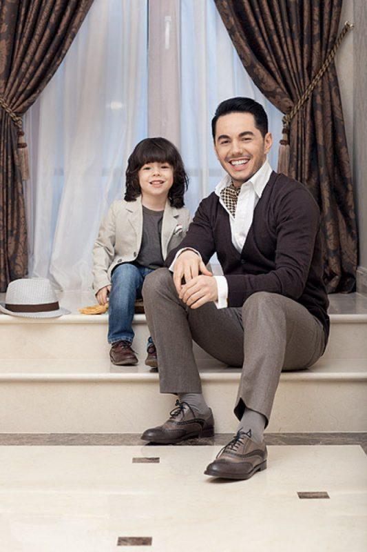 Тимур Родригез с маленьким сыном