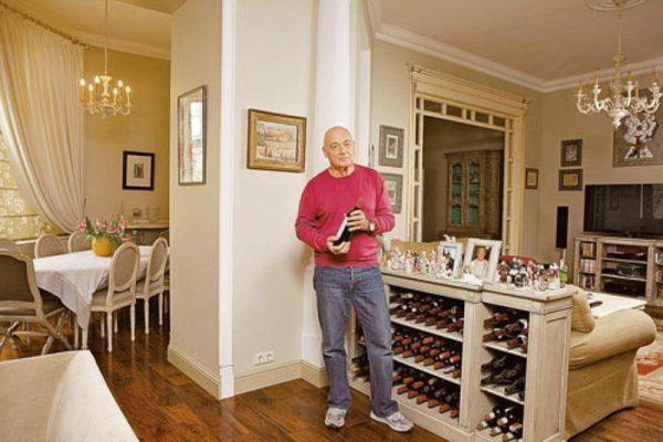 Интерьер квартиры Познера, коллекция вин
