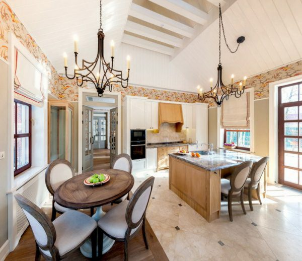 Кухня-столовая в доме Прилучных