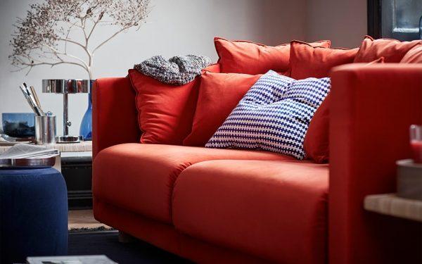 Громоздкая мебель нелепо смотрится в тесной квартире