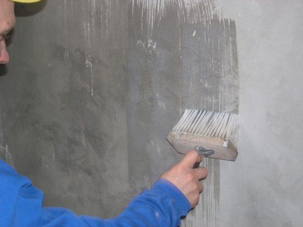 Грунтование стен перед нанесением финишного покрытия