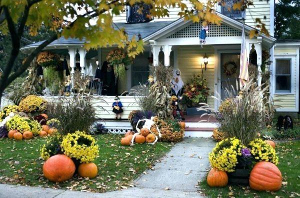 Хэллоуинский декор двора