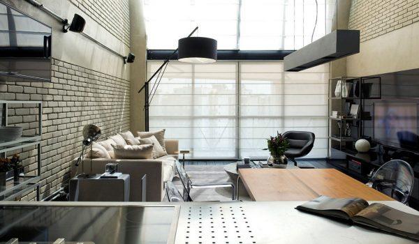 Интерьер в стиле Хай-тек с кирпичной стеной