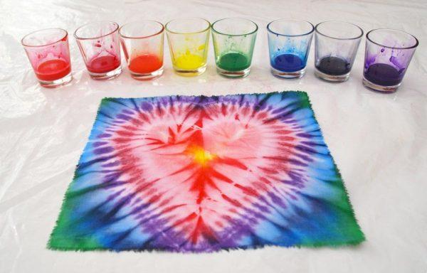 Окрашивание ткани разноцветными красками