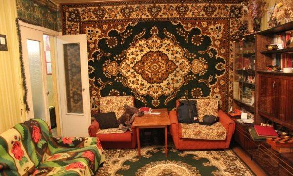 Ковры с восточным рисунком в маленькой комнате