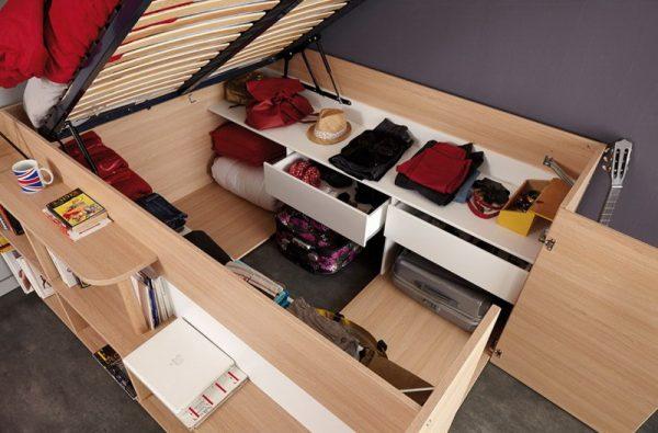 Кровать-гардероб с местом для хранения