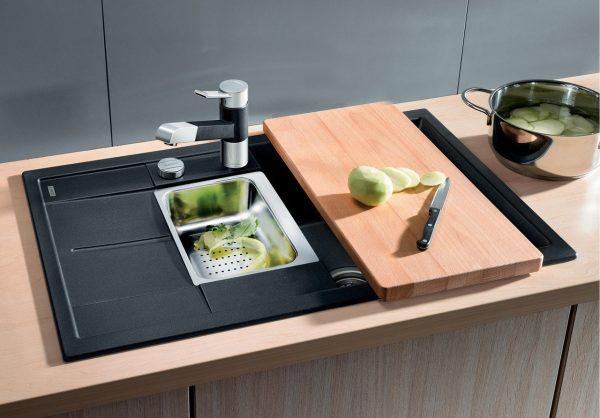 Кухонная мойка с разделочной доской