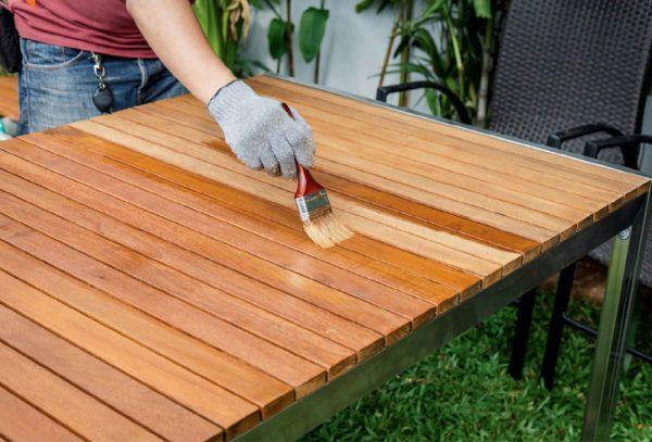 Лакировка садовой мебели