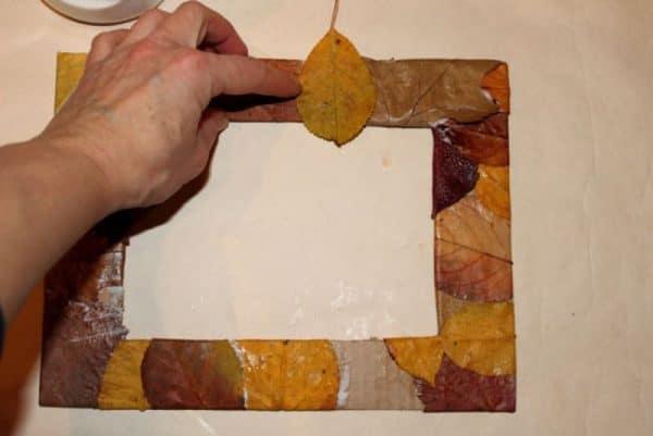Фоторамка из осенних листьев