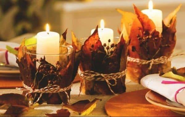 Свечи с осенними листьями в декоре интерьера
