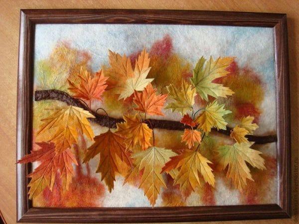 Картина из кленовых листов