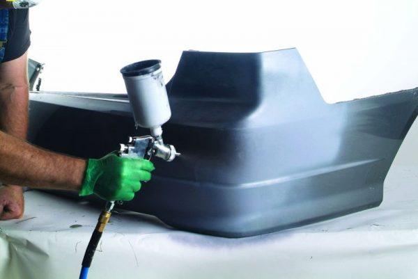 Нанесение краски на бампер краскопультом