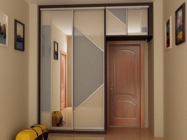 Шкаф-купе с антресолью над дверью