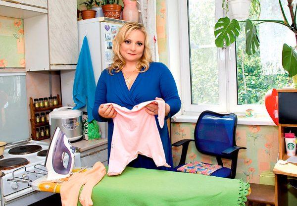 Светлана Пермякова в своей квартире