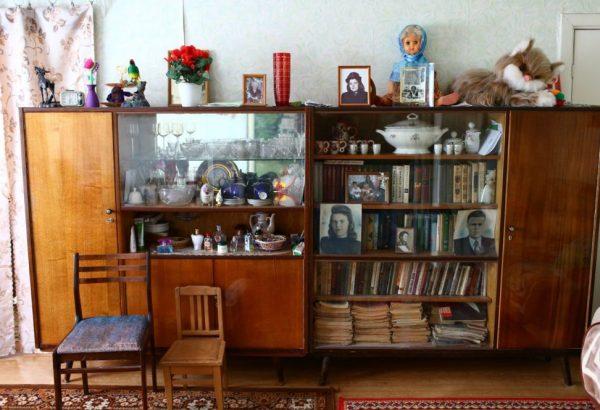 Устаревшая мебель захламляет помещение