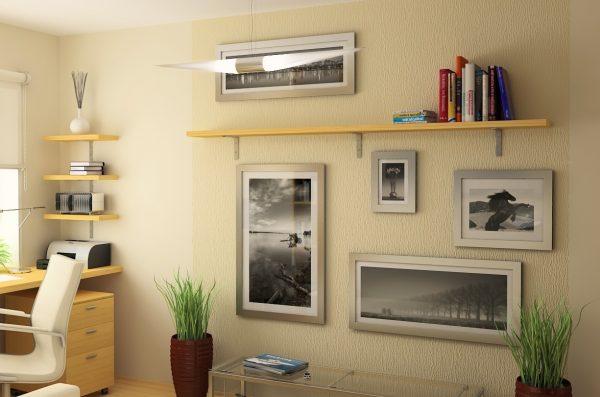 В маленьком помещении лучше ограничиться фоторамками небольших размеров