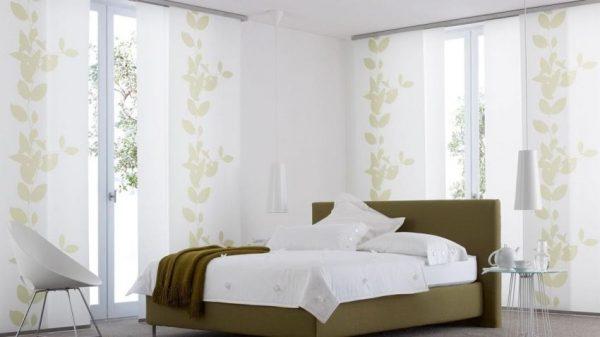 Японские шторы в интерьере спальни