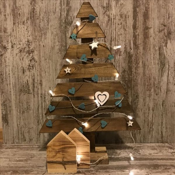 Новогодняя елка из деревянных брусков