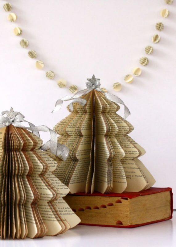 Новогодняя елка из пожелтевших страниц книги