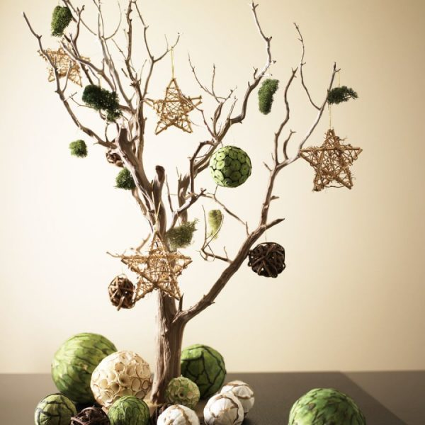 Новогодняя елка из сухих ветвей дерева