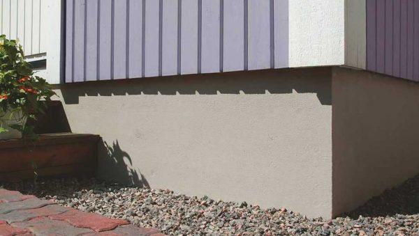 Цокольная штукатурка защищает здание от влаги и других неблагоприятных факторов
