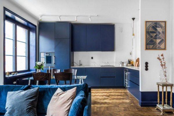 Темно-синий тон в интерьере квартиры