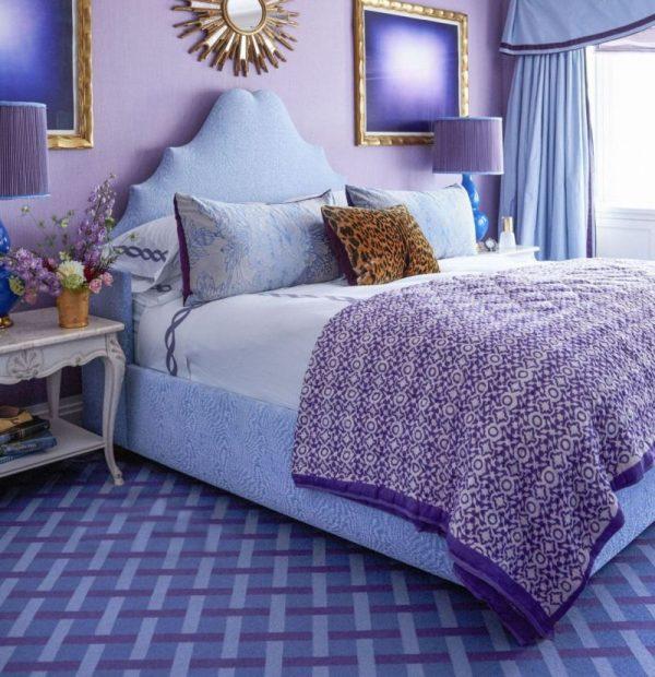 Фиолетовые и голубые тона в интерьере спальни