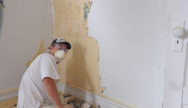 Способы демонтажа штукатурки со стен