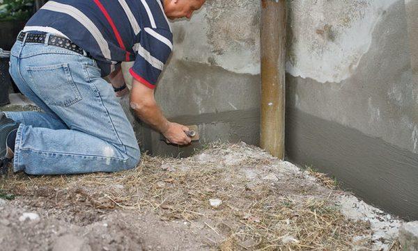 Для отделки цоколя обычно используют смеси на цементной основе