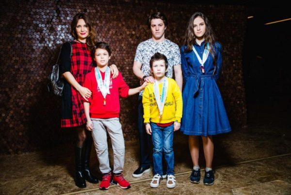 Актриса кино и театра Екатерина Климова со своими детьми