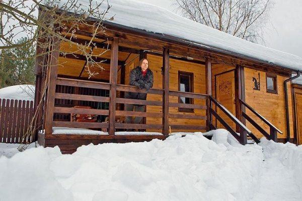 Иван Охлобыстин в своем дачном доме